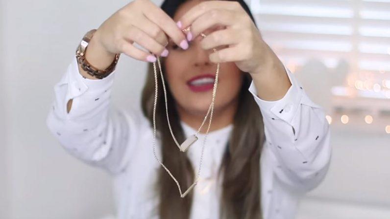 Manon Tilstra toont kettinkjes - reclame door vloggers en YouTubers