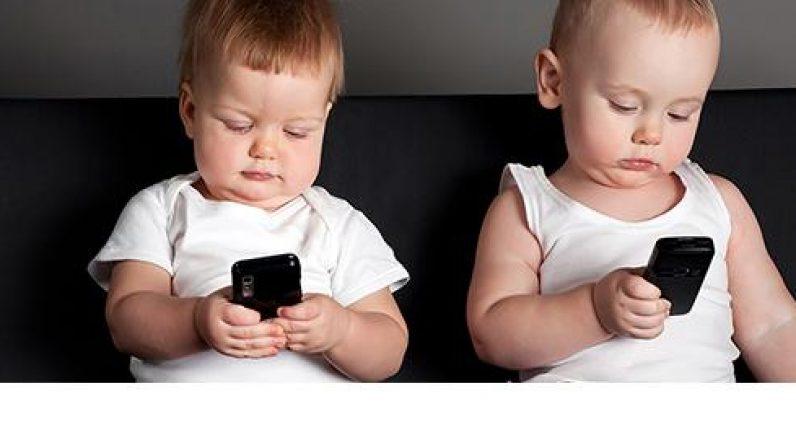 baby's met smartphone