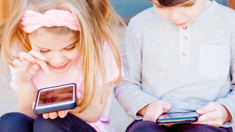 Kind aan de smartphone - Bureau Jeugd & Media